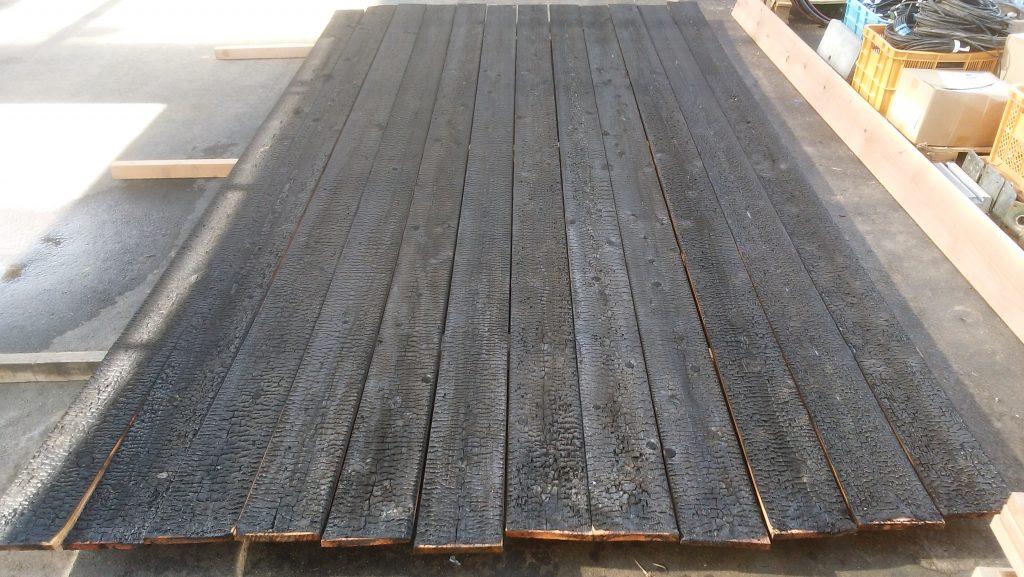 建物外壁用「焼杉板」を販売しています。